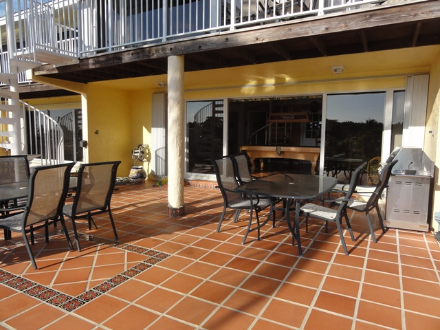 Outdoor Patio with BBQ